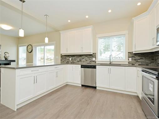 Photo 10: 2389 Lund Road in VICTORIA: VR Six Mile Single Family Detached for sale (View Royal)  : MLS(r) # 372171