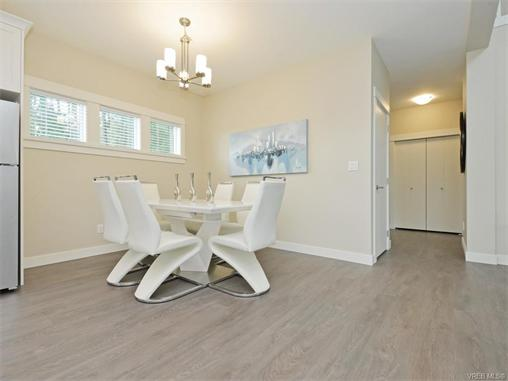Photo 8: 2389 Lund Road in VICTORIA: VR Six Mile Single Family Detached for sale (View Royal)  : MLS(r) # 372171