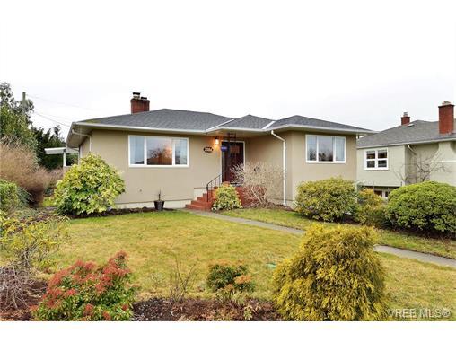 Main Photo: 2586 Eastdowne Road in VICTORIA: OB Henderson Single Family Detached for sale (Oak Bay)  : MLS(r) # 373824