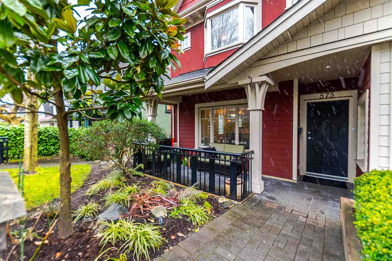 Main Photo: 575 E 7TH Avenue in Vancouver: Mount Pleasant VE Townhouse for sale (Vancouver East)  : MLS® # R2141764
