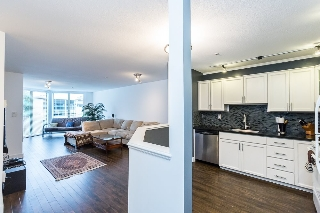 "Main Photo: 411 68 RICHMOND Street in New Westminster: Fraserview NW Condo for sale in ""GATEHOUSE"" : MLS(r) # R2150435"