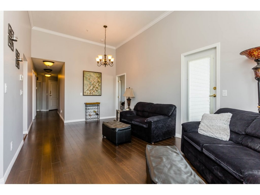 Photo 8: 417 5759 GLOVER Road in Langley: Langley City Condo for sale : MLS(r) # R2157468