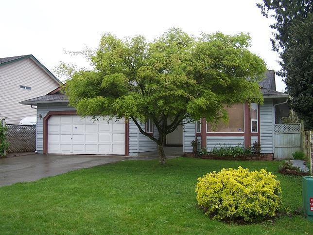 Main Photo: 26570 32A Ave in Langley: Home for sale : MLS® # F2710284