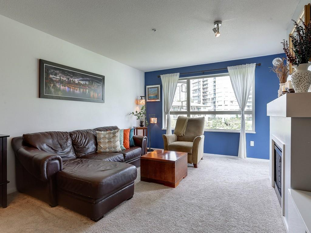 "Photo 7: 304 600 KLAHANIE Drive in Port Moody: Port Moody Centre Condo for sale in ""KLAHNIE'S BOARDWALK"" : MLS(r) # R2174889"