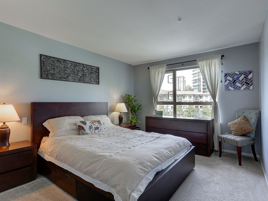 "Photo 12: 304 600 KLAHANIE Drive in Port Moody: Port Moody Centre Condo for sale in ""KLAHNIE'S BOARDWALK"" : MLS(r) # R2174889"