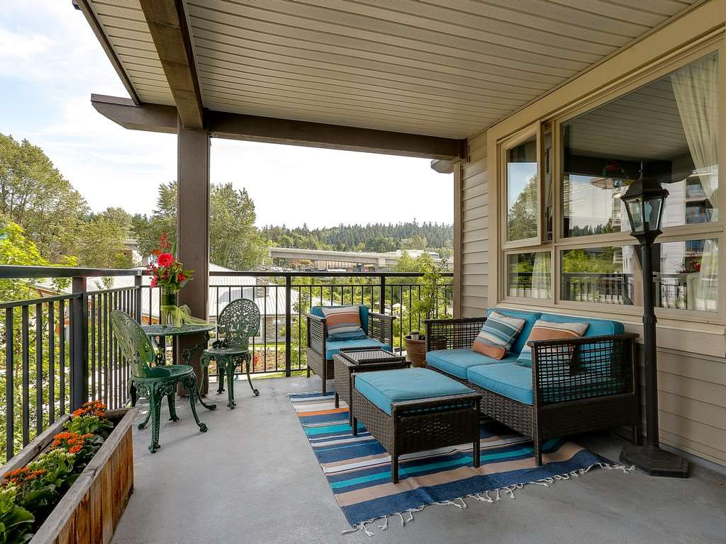 "Photo 10: 304 600 KLAHANIE Drive in Port Moody: Port Moody Centre Condo for sale in ""KLAHNIE'S BOARDWALK"" : MLS(r) # R2174889"