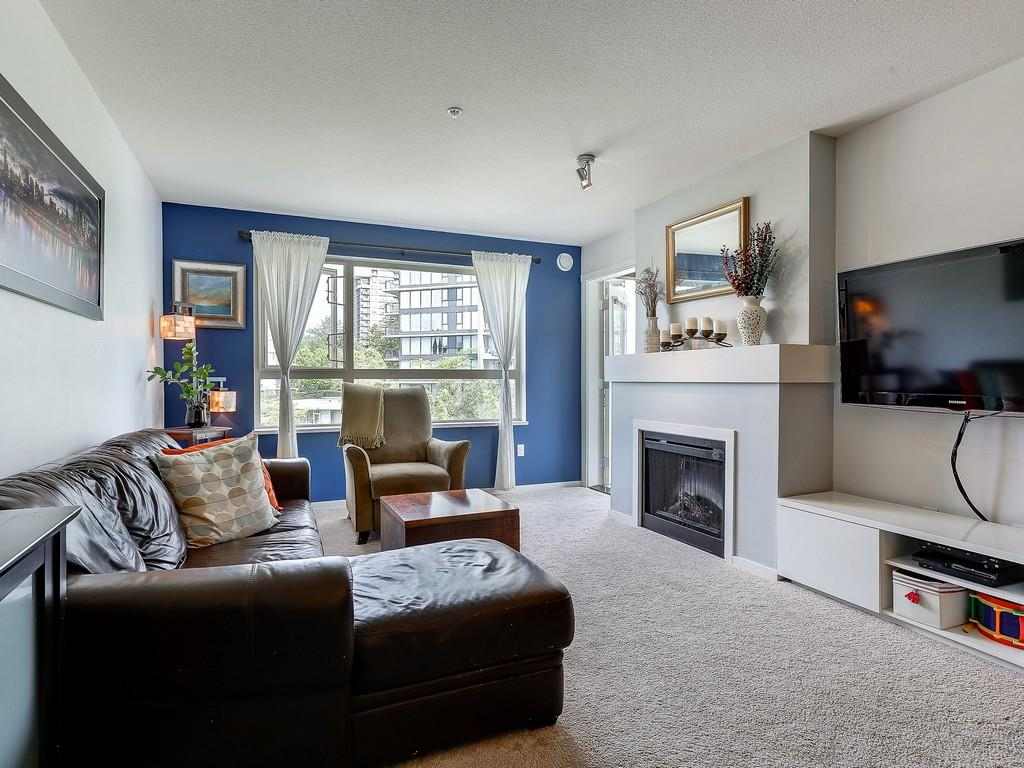 "Photo 8: 304 600 KLAHANIE Drive in Port Moody: Port Moody Centre Condo for sale in ""KLAHNIE'S BOARDWALK"" : MLS(r) # R2174889"