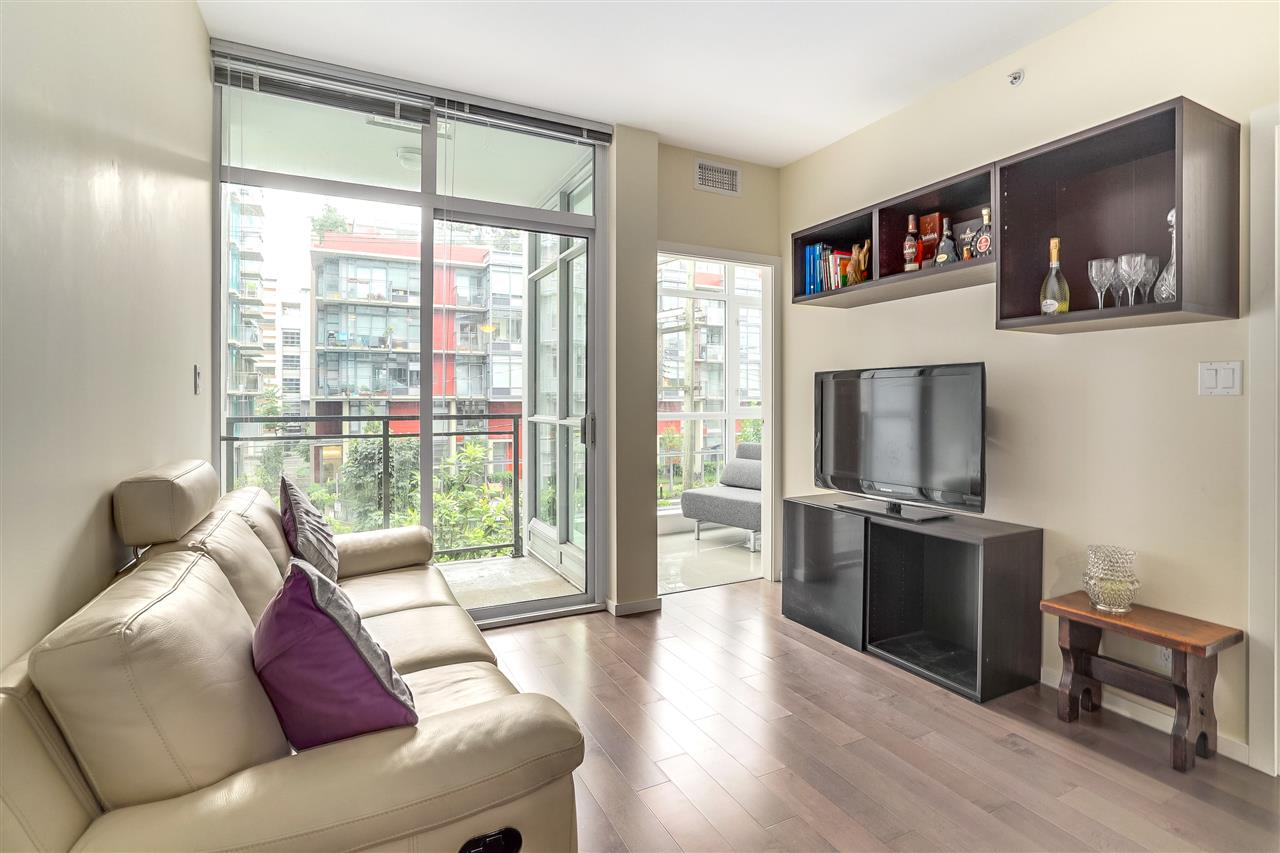"Photo 5: 206 63 W 2ND Avenue in Vancouver: False Creek Condo for sale in ""PINNACLE FALSE CREEK LIVING"" (Vancouver West)  : MLS(r) # R2178780"