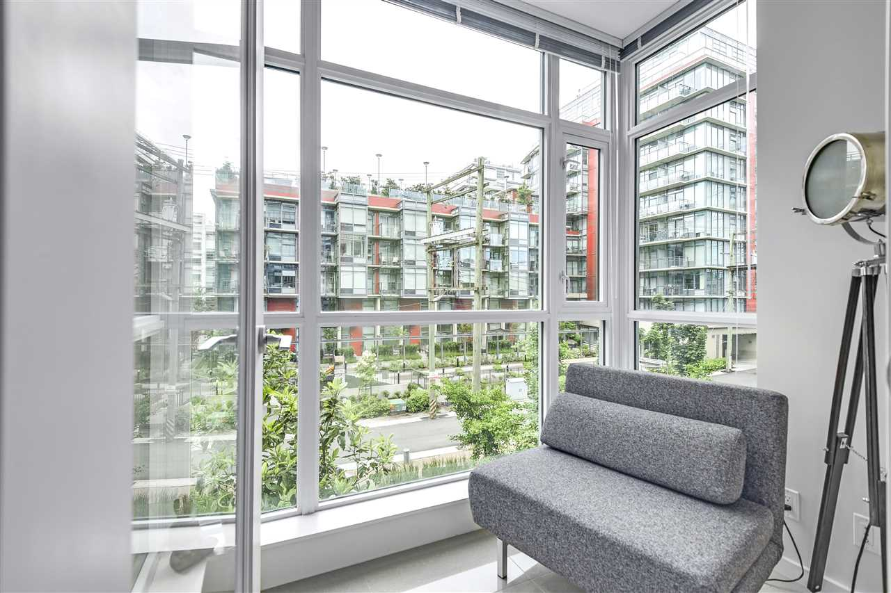 "Photo 7: 206 63 W 2ND Avenue in Vancouver: False Creek Condo for sale in ""PINNACLE FALSE CREEK LIVING"" (Vancouver West)  : MLS(r) # R2178780"