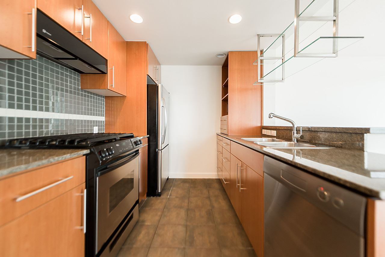 "Photo 11: 2302 583 BEACH Crescent in Vancouver: Yaletown Condo for sale in ""Park West 2 Yaletown"" (Vancouver West)  : MLS(r) # R2179212"