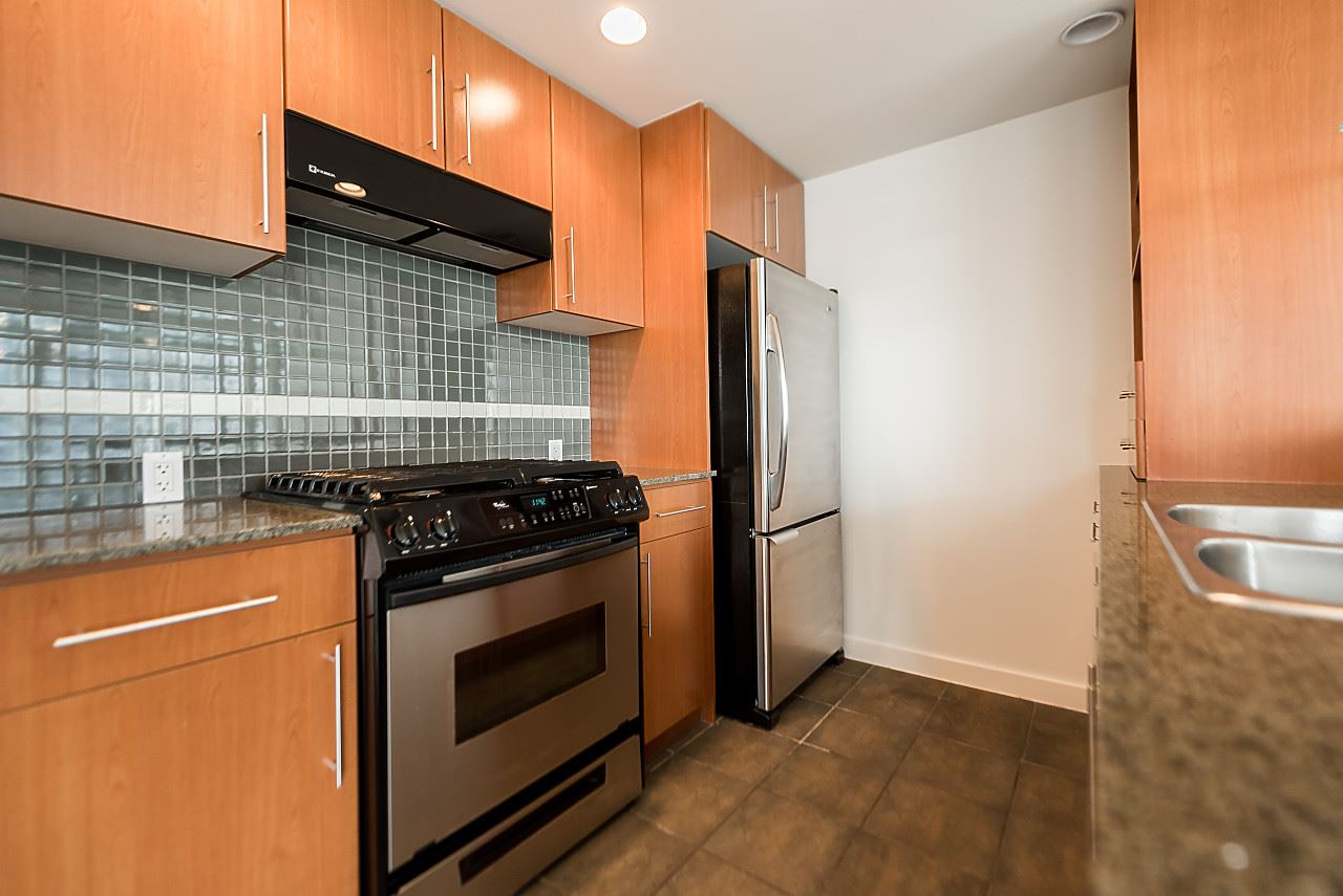 "Photo 12: 2302 583 BEACH Crescent in Vancouver: Yaletown Condo for sale in ""Park West 2 Yaletown"" (Vancouver West)  : MLS(r) # R2179212"