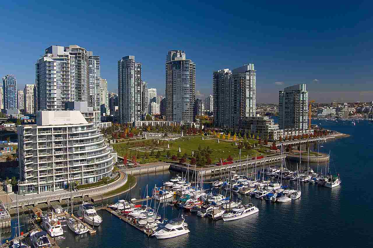 "Photo 2: 2302 583 BEACH Crescent in Vancouver: Yaletown Condo for sale in ""Park West 2 Yaletown"" (Vancouver West)  : MLS(r) # R2179212"