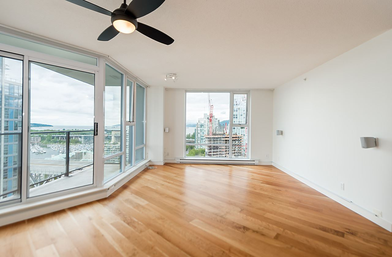 "Photo 3: 2302 583 BEACH Crescent in Vancouver: Yaletown Condo for sale in ""Park West 2 Yaletown"" (Vancouver West)  : MLS(r) # R2179212"