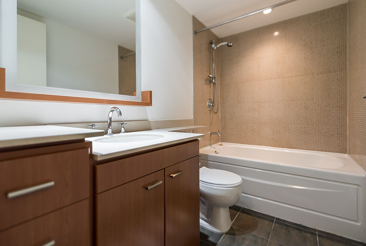 "Photo 18: 2302 583 BEACH Crescent in Vancouver: Yaletown Condo for sale in ""Park West 2 Yaletown"" (Vancouver West)  : MLS(r) # R2179212"
