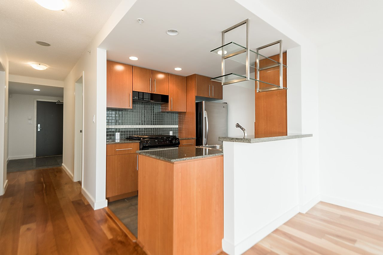 "Photo 10: 2302 583 BEACH Crescent in Vancouver: Yaletown Condo for sale in ""Park West 2 Yaletown"" (Vancouver West)  : MLS(r) # R2179212"