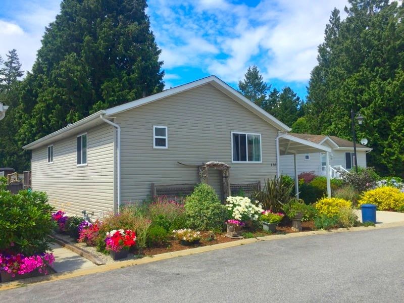 "Main Photo: 114 4510 SUNSHINE COAST Highway in Sechelt: Sechelt District Manufactured Home for sale in ""BIG MAPLES"" (Sunshine Coast)  : MLS® # R2190294"