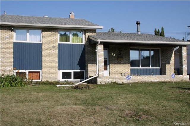 Main Photo: 44 Monaco Bay in Winnipeg: Windsor Park Residential for sale (2G)  : MLS® # 1722140