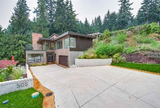 Main Photo: 505 VENTURA Crescent in North Vancouver: Upper Delbrook House for sale : MLS® # R2204395