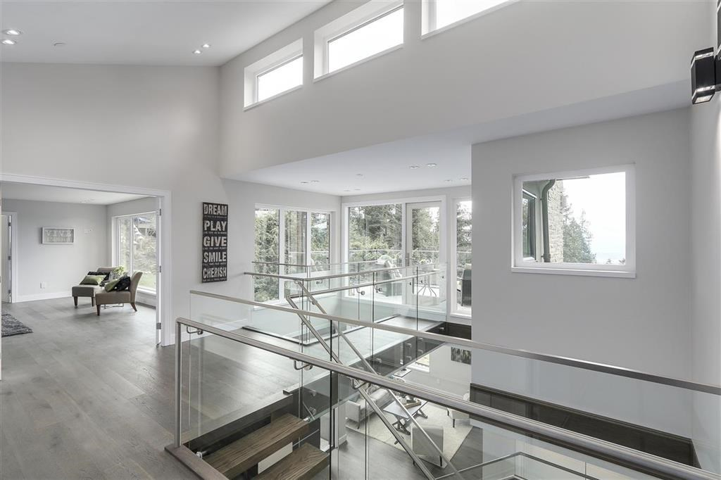 Photo 14: Photos: 505 VENTURA Crescent in North Vancouver: Upper Delbrook House for sale : MLS® # R2204395