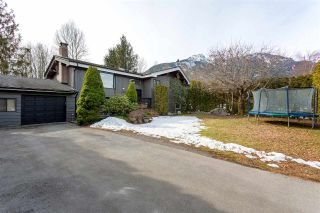 Main Photo: 1434 MAPLE Crescent in Squamish: Brackendale House for sale : MLS® # R2246970