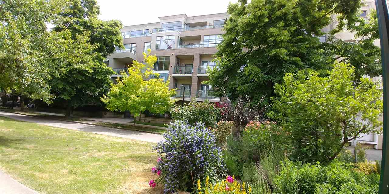 "Main Photo: 308 2028 W 11TH Avenue in Vancouver: Kitsilano Condo for sale in ""THE MAPLES"" (Vancouver West)  : MLS®# R2274604"