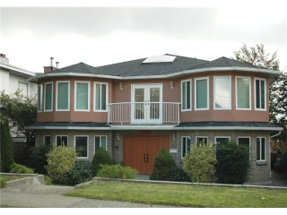 Main Photo: 1718 EDINBURGH Street in New Westminster: West End NW House for sale : MLS® # V1033559