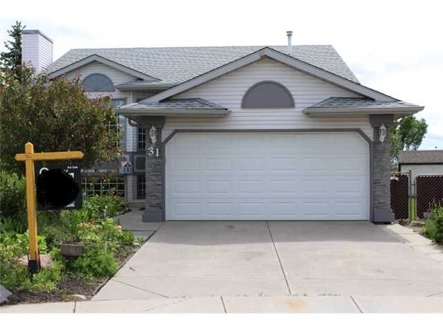 Main Photo: 31 APPLERIDGE Green SE in CALGARY: Applewood Residential Detached Single Family for sale (Calgary)  : MLS® # C3620379
