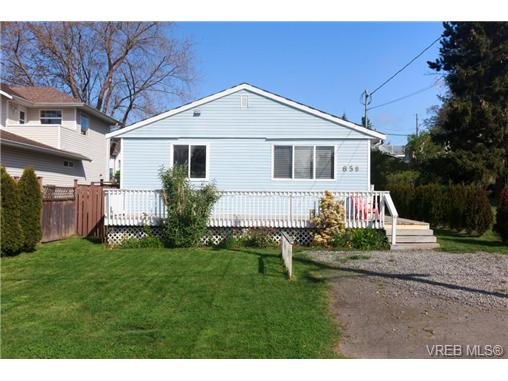 Main Photo: 658 Kent Road in VICTORIA: SW Tillicum Single Family Detached for sale (Saanich West)  : MLS(r) # 363169