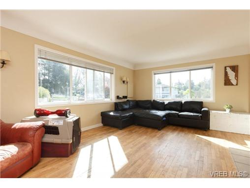 Photo 7: 658 Kent Road in VICTORIA: SW Tillicum Single Family Detached for sale (Saanich West)  : MLS(r) # 363169
