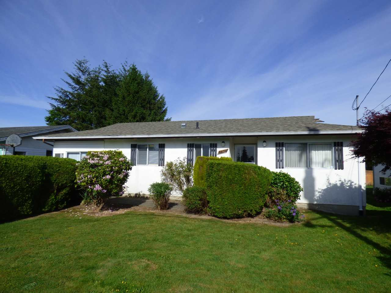 Main Photo: 8674 BROADWAY Street in Chilliwack: Chilliwack E Young-Yale House for sale : MLS® # R2069655