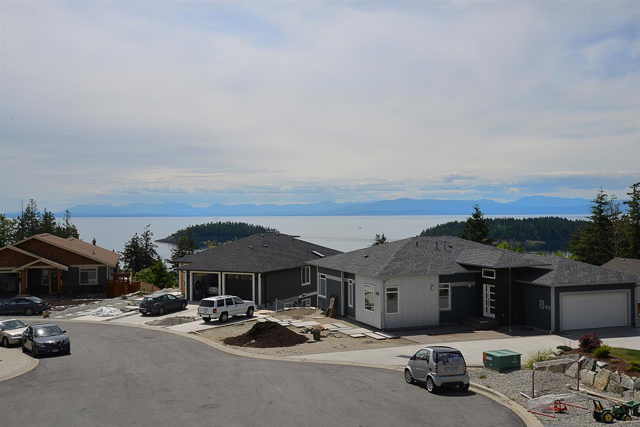 Photo 2: Photos: 6400 HIGGS Crescent in Sechelt: Sechelt District House for sale (Sunshine Coast)  : MLS®# R2072442
