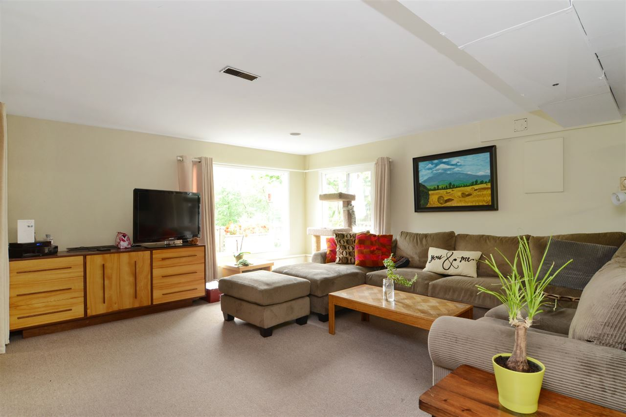 Photo 13: 4562 MARINE Drive in Burnaby: Big Bend House for sale (Burnaby South)  : MLS® # R2074382