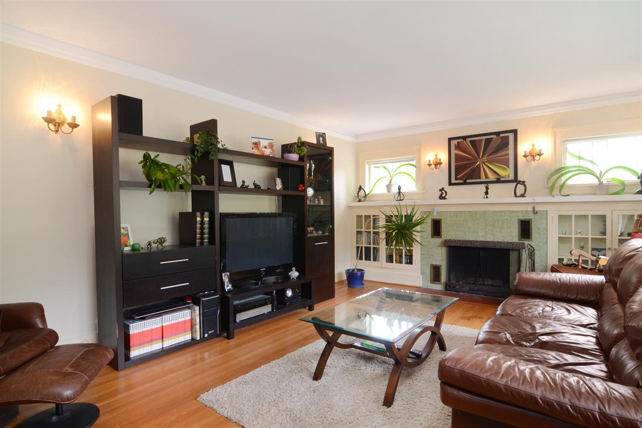 Photo 7: 4562 MARINE Drive in Burnaby: Big Bend House for sale (Burnaby South)  : MLS® # R2074382