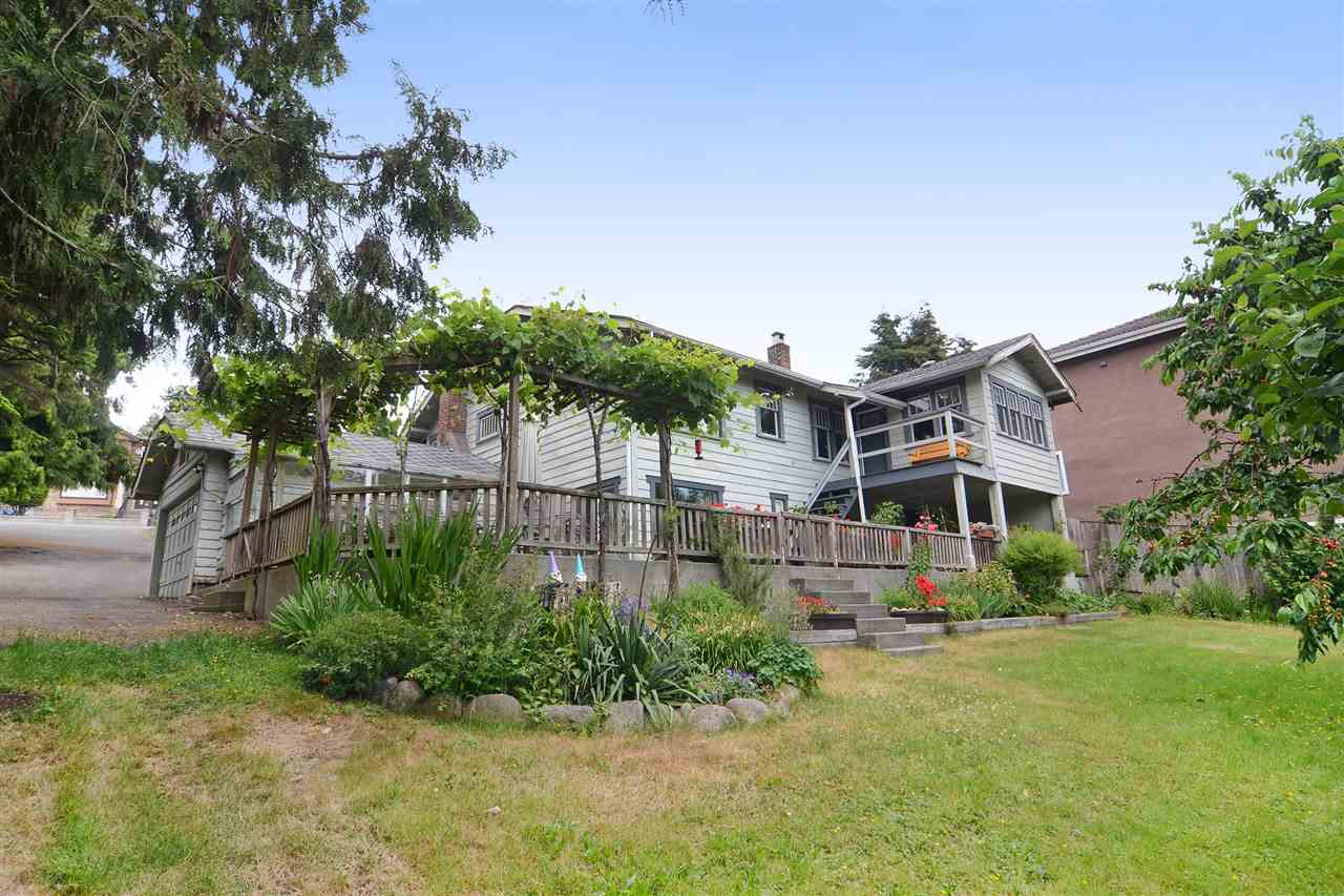 Photo 17: 4562 MARINE Drive in Burnaby: Big Bend House for sale (Burnaby South)  : MLS® # R2074382