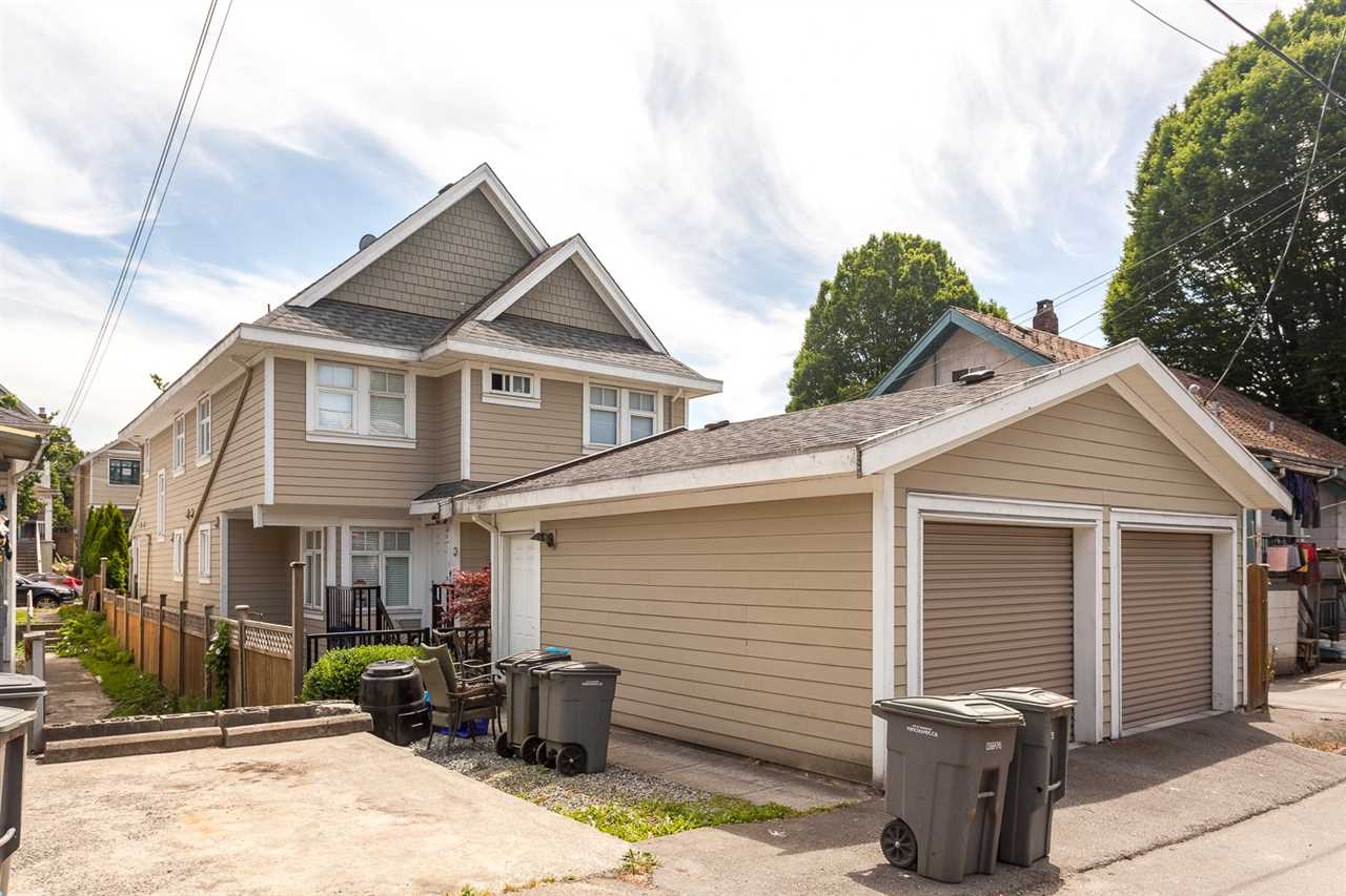 "Photo 19: 1661 VICTORIA Drive in Vancouver: Grandview VE House 1/2 Duplex for sale in ""COMMERCIAL DRIVE"" (Vancouver East)  : MLS(r) # R2077516"