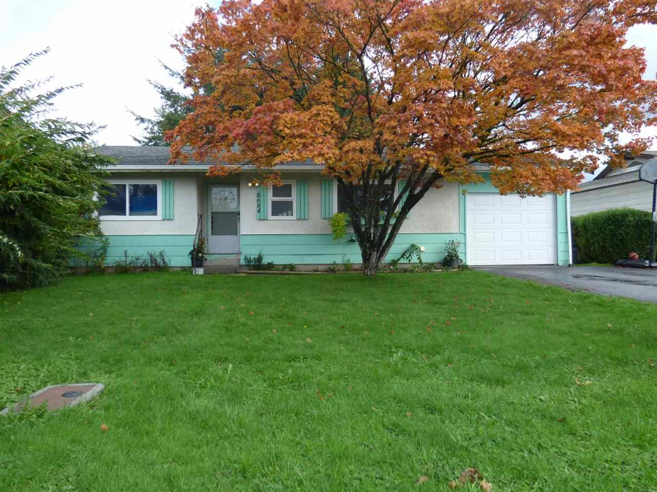 Main Photo: 8684 BROADWAY Street in Chilliwack: Chilliwack E Young-Yale House for sale : MLS®# R2118474