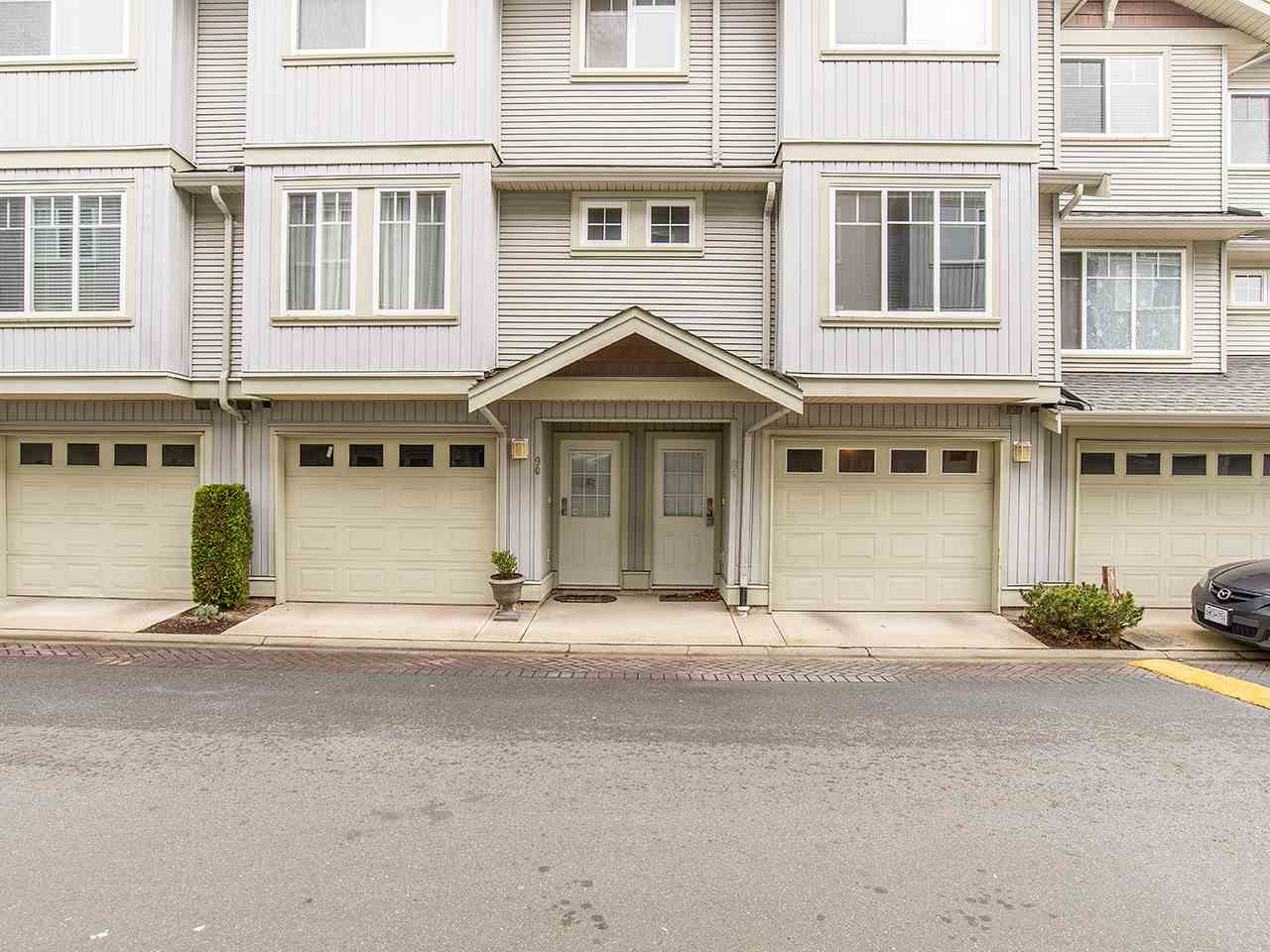 "Main Photo: 89 12040 68 Avenue in Surrey: West Newton Townhouse for sale in ""TERRANE"" : MLS® # R2124615"