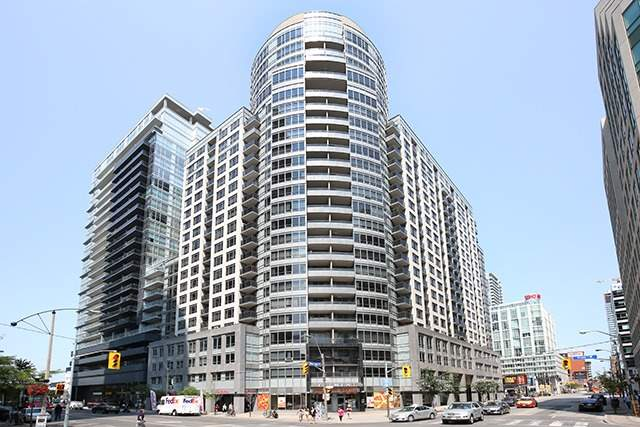 Main Photo: 617 20 Blue Jays Way in Toronto: Waterfront Communities C1 Condo for sale (Toronto C01)  : MLS(r) # C3715121