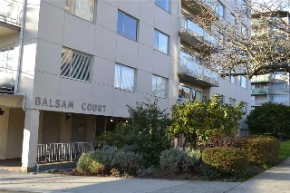 "Main Photo: 706 2409 W 43RD Avenue in Vancouver: Kerrisdale Condo for sale in ""BALSAM COURT"" (Vancouver West)  : MLS(r) # R2142014"
