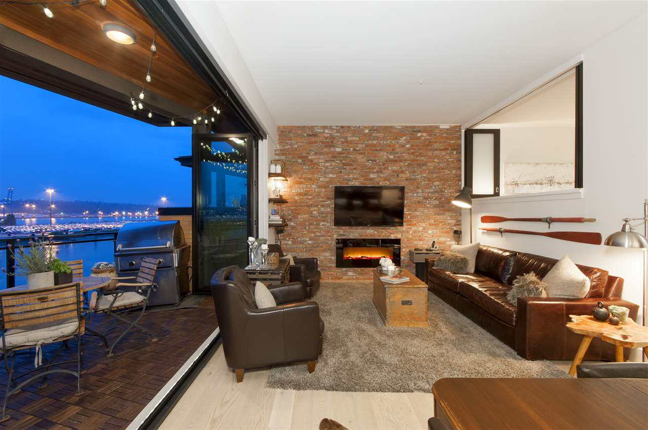 "Main Photo: 412 220 SALTER Street in New Westminster: Queensborough Condo for sale in ""Glasshouse"" : MLS(r) # R2177885"