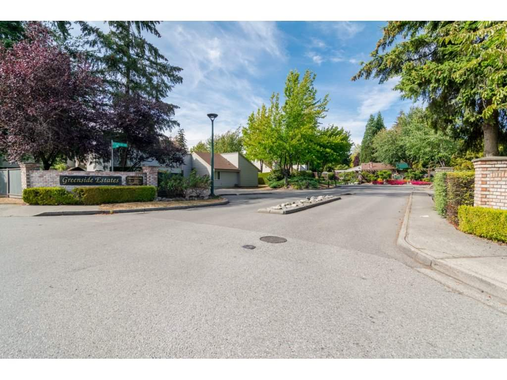 "Main Photo: 6142 W GREENSIDE Drive in Surrey: Cloverdale BC Townhouse for sale in ""Greenside Estates"" (Cloverdale)  : MLS®# R2221586"