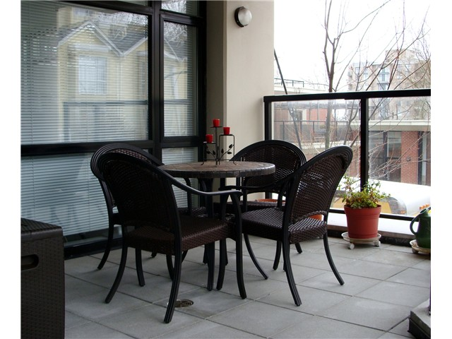 "Photo 7: 207 610 VICTORIA Street in New Westminster: Downtown NW Condo for sale in ""THE POINT"" : MLS(r) # V921216"