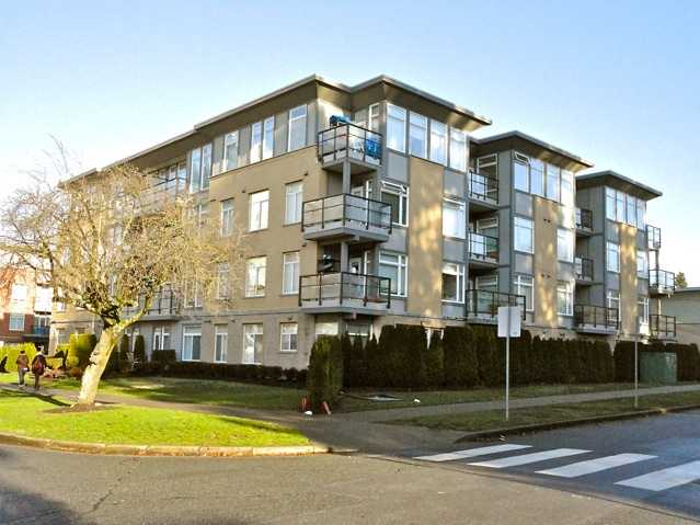 "Main Photo: 106 5692 KINGS Road in Vancouver: University VW Condo for sale in ""GALLERIA"" (Vancouver West)  : MLS® # V922434"
