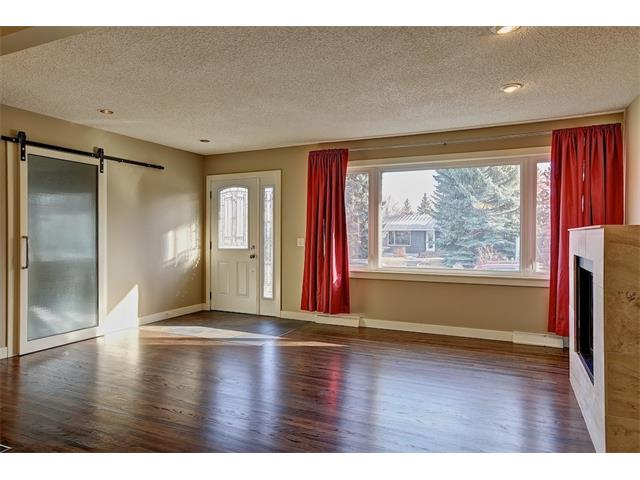 Photo 7: 4704 5 Avenue SW in Calgary: Wildwood House for sale : MLS(r) # C4015444