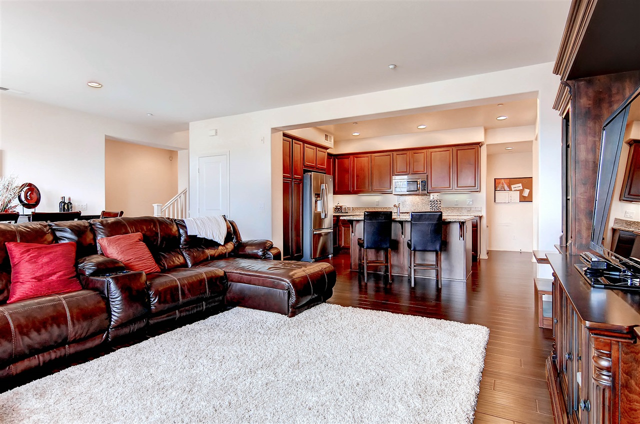 Photo 5: CHULA VISTA Townhome for sale : 4 bedrooms : 2236 Antonio Dr.
