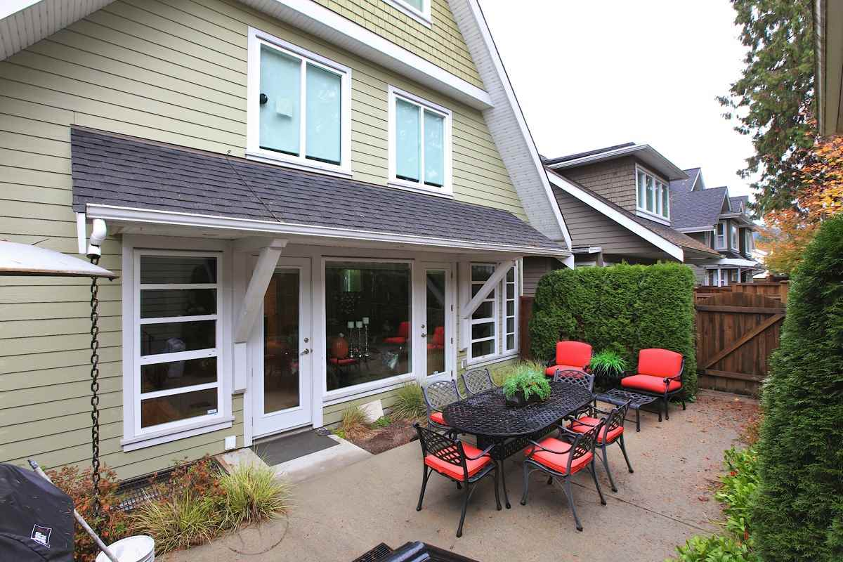 Main Photo: 1612 ST. ANDREWS Avenue in North Vancouver: Central Lonsdale House 1/2 Duplex for sale : MLS® # R2011272