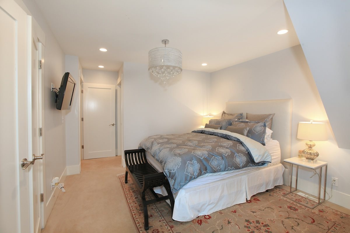 Photo 10: 1612 ST. ANDREWS Avenue in North Vancouver: Central Lonsdale House 1/2 Duplex for sale : MLS® # R2011272