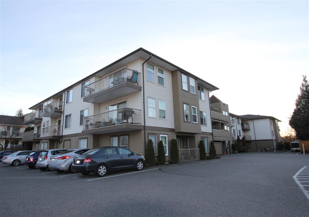 "Main Photo: 308 45702 WATSON Road in Sardis: Vedder S Watson-Promontory Condo for sale in ""GLENDALE MANOR"" : MLS®# R2031883"