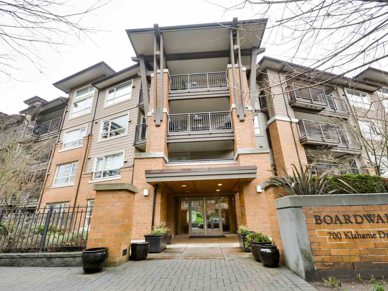 "Main Photo: 112 700 KLAHANIE Drive in Port Moody: Port Moody Centre Condo for sale in ""BOARDWALK"" : MLS® # R2035645"