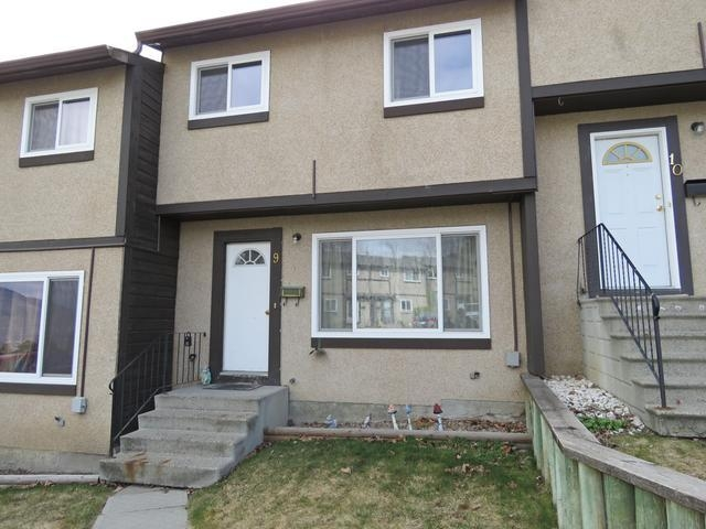 Main Photo: 9 1605 SUMMIT DRIVE in : Sahali Townhouse for sale (Kamloops)  : MLS®# 133550